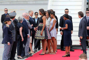 Michelle-Obama-en-Doru-Olowu-a-l-aeroport-de-Milan-le-17-juin-2015_exact1024x768_l