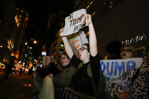 Manifestation-contre-election-Trump-devant-Trump-Tower-New-York-10-novembre-2016_2_600_399