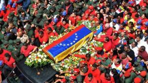 le-cercueil-du-president-venezuelien-hugo-chavez-le-6-mars-2013-a-caracas_2109542