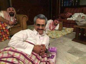 Al-walid-bin Talal sur sa couchette de fortune au Ritz Carlton