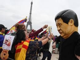 tibétains et ouighours manifestent à Paris